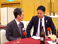 The Chairman and Mr.Suzuki talking afterward. The Chairman's words were filled with regards.