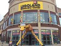 The entrance of Chicago's LEGOLAND ―Giraffe made with LEGO!