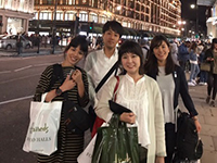 In front of Harrods. The illuminations were so beautiful!