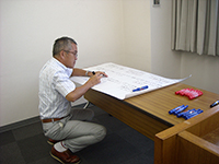 The managing director Mr.Oshiyama, creating the paper by himself.