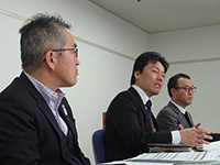 Mr. Oshiyama Managing Executive Officer and Mr. Torii Executive Officer are listening seriously to Mr.Shibuya Executive Officer's opinion.