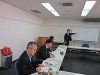 The orientation from the speaker of Tanabe management.