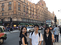 Ms. Kodama manager, Mr. Hirashita chief, Ms. Takasawa chief, arrived in the U.K., standing in front of Harrods, London.