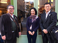 A Commemorative photo in front of wonderful shop.