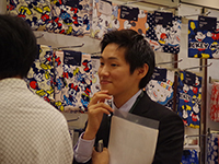 Mr. Yamaguchi nodding seriously to the conversation with his customer.