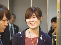 Ms. Tsukamoto Manager explaining with a charming smile.