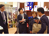 Board director Ms. Minamoto, executive officer Mr. Ito, and Mr. Yoshioka in a pleasant meeting with the customer.