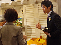 Mr. Yamaguchi explaining our product  enthusiastically.