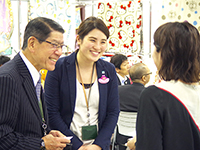 Honorary Chairman Mr. Arakawa and Ms. Kawata manager. Talking with the customer with smile.